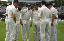 england team discuss in ashes