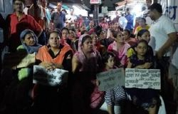 Women came out late on the road to save shops in PM City